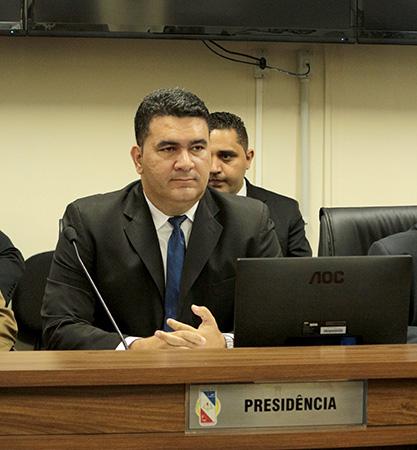 No seu terceiro mandato Lugão assume o comando do legislativo pela primeira vez