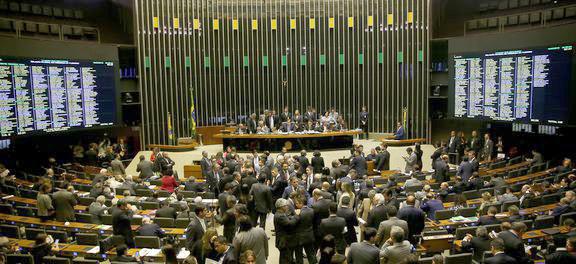 Brasília -  Plenário da Câmara dos Deputados durante sessão para votação da intervenção federal na segurança pública do Rio de Janeiro -  Foto:Wilson Dias/Agência Brasil