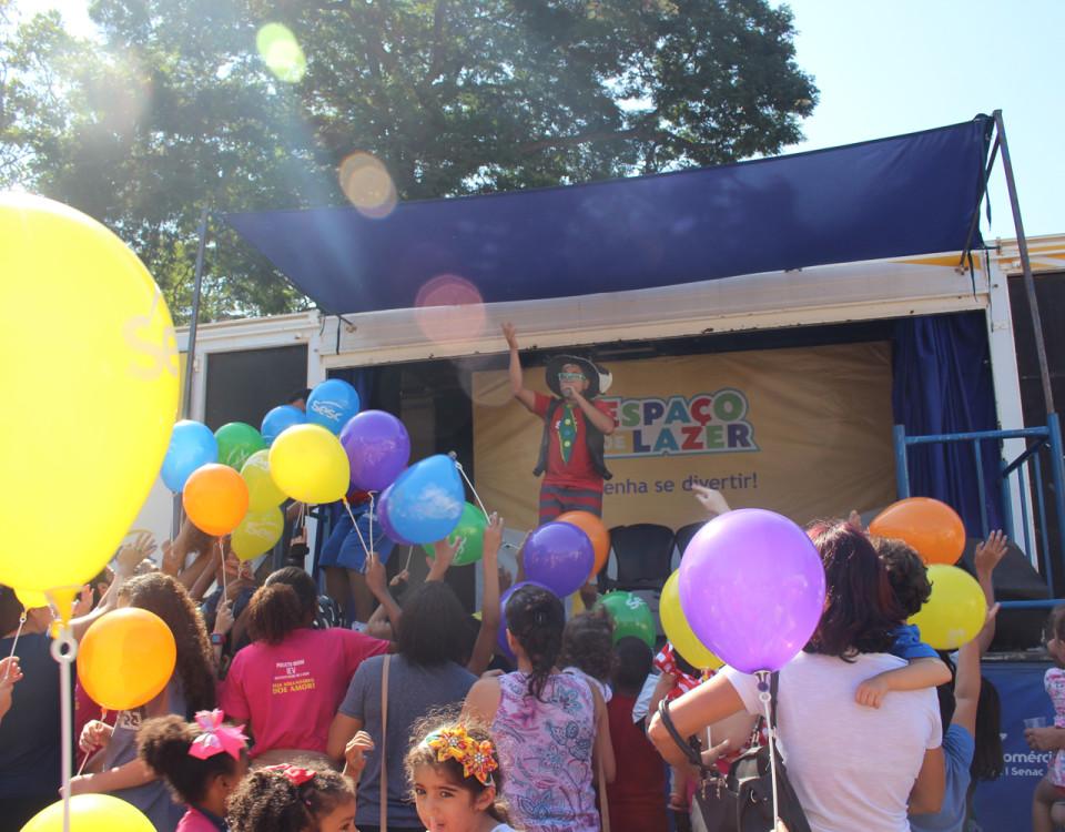 No Caminhão Palco as crianças também se divertiram e ganharam brindes