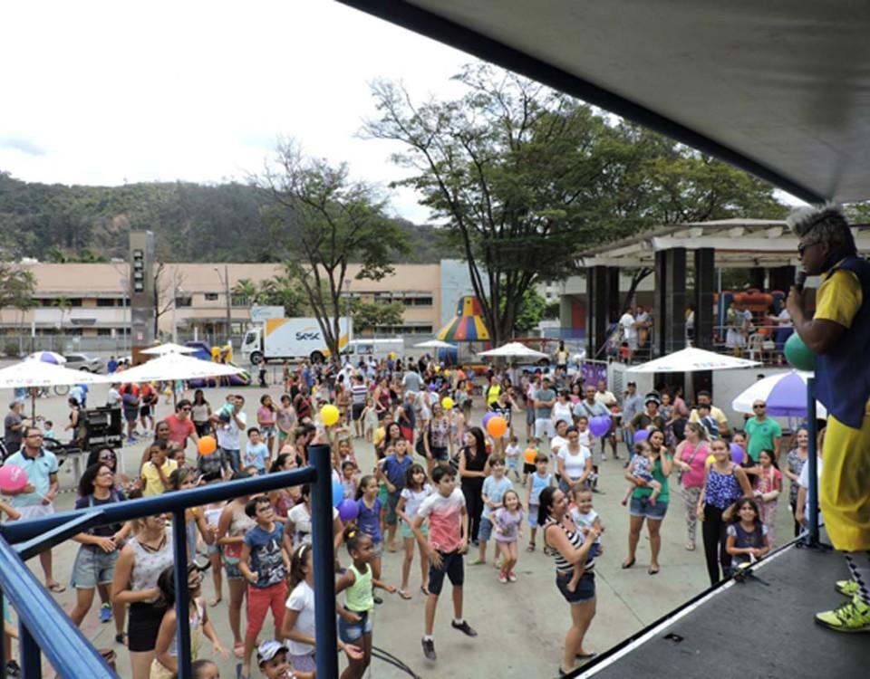O evento tem como objetivo promover o entretenimento e o divertimento da comunidade.