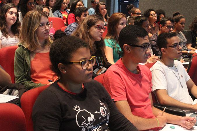 O objetivo do evento foi oportunizar aos alunos do terceiro ano das escolas públicas de Timóteo aulas de preparação para a prova do Enem.
