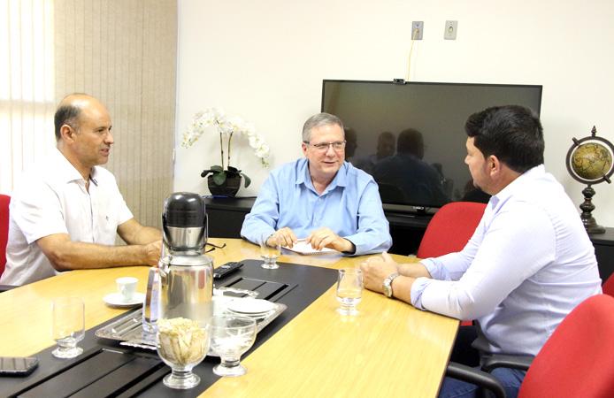 Carlos Afonso (Sindimiva) e Flaviano Gaggiato (Fiemg - Vale do Aço) buscam apoio com o deputado federal, Enéias Reis visando megaporto da Petrocity, em São Mateus