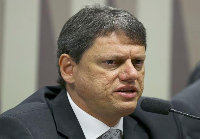 O ministro da Infraestrutura, Tarcísio de Freitas, participa de audiência pública na Comissão de Serviços de Infraestrutura do Senado. Marcelo Camargo/Agência Brasil