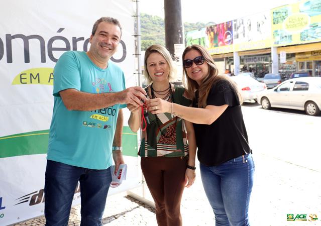 Tatiana Ribeiro foi a vencedora do sorteio de uma moto 0km