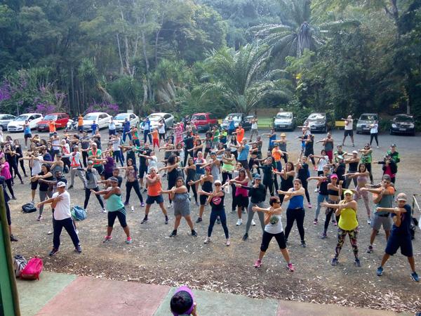 A caminhada reuniu 140 participantes, entre empregados da Aperam South America e pessoas da comunidade