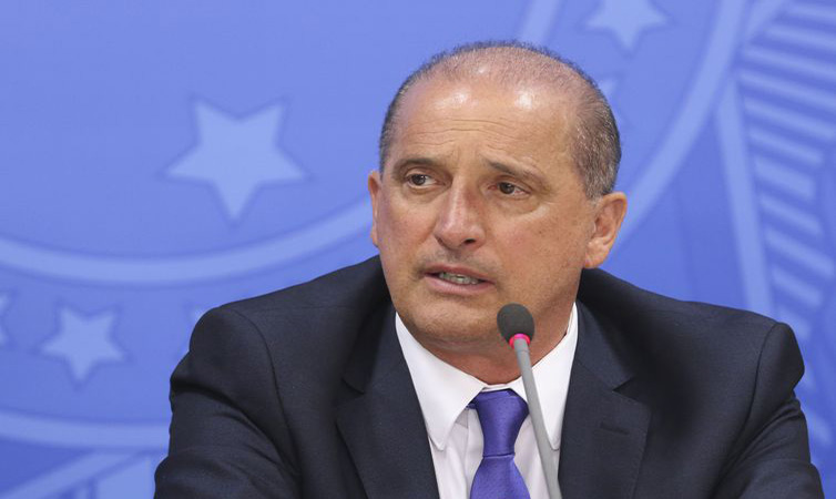 O ministro Onyx Lorenzoni anuncia medidas assinadas pelo presidente Jair Bolsonaro - Valter Campanato/Agência Brasil