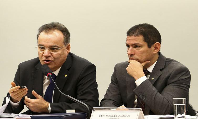 Samuel Moreira e Marcelo Ramos, durante reunião da comissão especial - Marcelo Camargo/Arquivo/Agência Brasil.