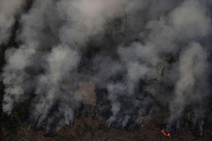 Nuvem de fumaça durante incêndio em área da Floresta Amazônica perto de Porto Velho, em 21 de agosto de 2019. - Reuters/Ueslei Marcelino/Direitos reservados