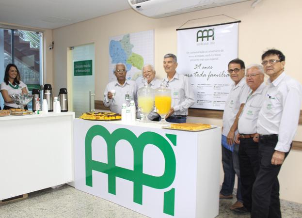 Elias Caetano, presidente da AAPI,  ofereceu café aos associados e oficializou o roteiro das atividades no mês de aniversário