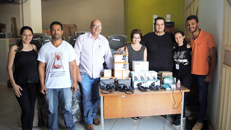 Equipe da Secretaria Municipal de Saúde recebe os novos equipamentos
