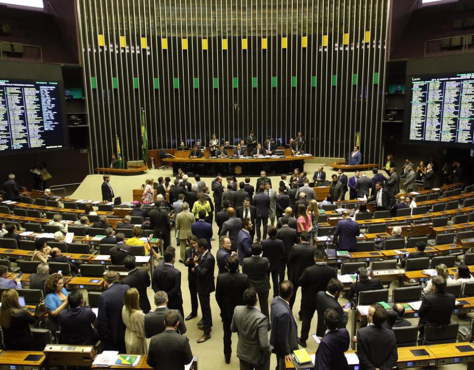 Parlamentares também aprovaram proposta que regulamenta o Revalida