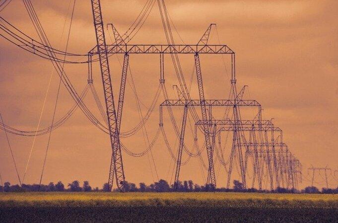 high-voltage-4240551_640 (1)