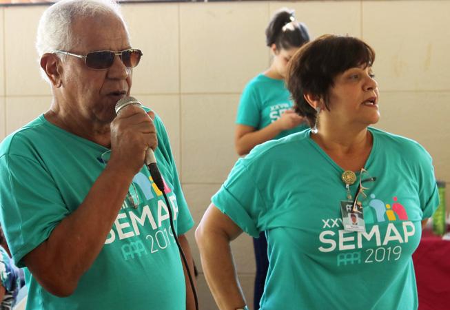 O presidente em exercício da AAPI Wanderley Mendes e Marinêz Maria de Sá, Assistente Social e Coordenadora de Cursos do DASS