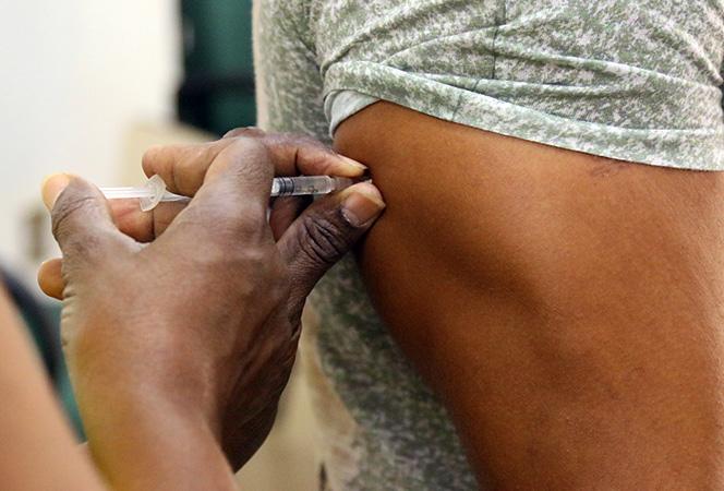 Devido as baixas coberturas vacinais, o Brasil enfrentou a reintrodução do vírus
