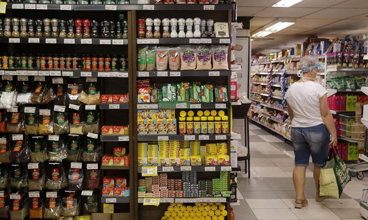 Alimentação e gasolina tiveram destaque na alta dos preços - Foto: Agência Brasil