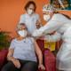 A SMS prevê a imunização de 957 pessoas com idades acima de 90 anos em Ipatinga e os centenários estão sendo os primeiros a receber a vacina