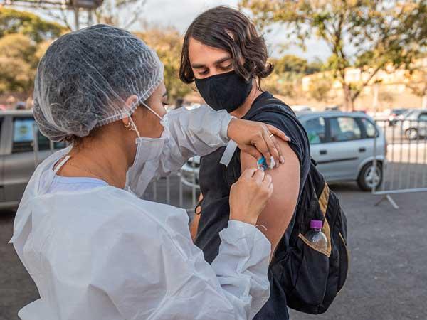 Vacinação da população adulta em Ipatinga é destaque em MG