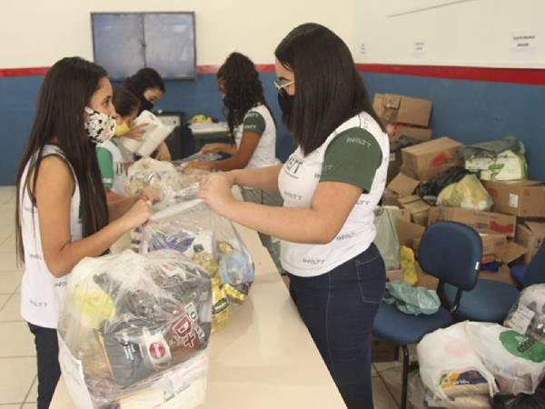 ação tem como meta a arrecadação de cestas básicas para doação