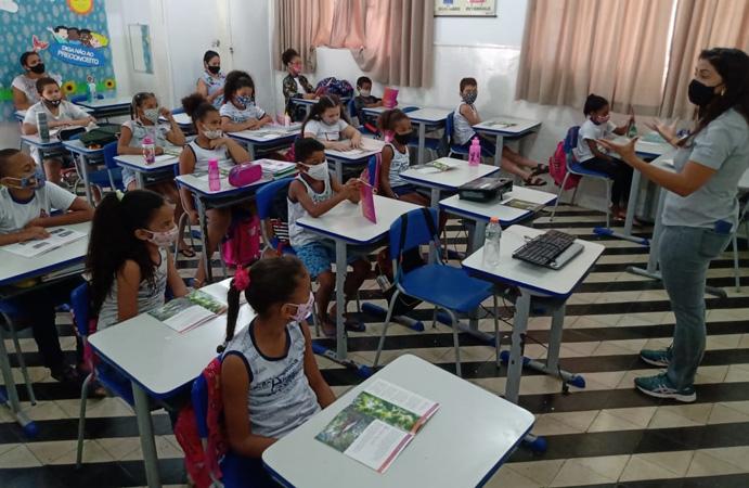 Além do concurso de poemas, houve bate-papo com os alunos das escolas públicas e particulares